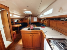 jessy-main-saloon-and-galley